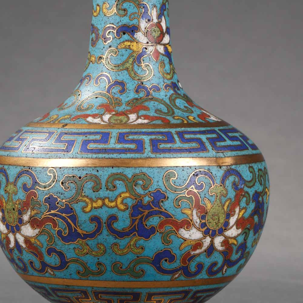 A suantou bottle vase decorated with floral scrolls - 2