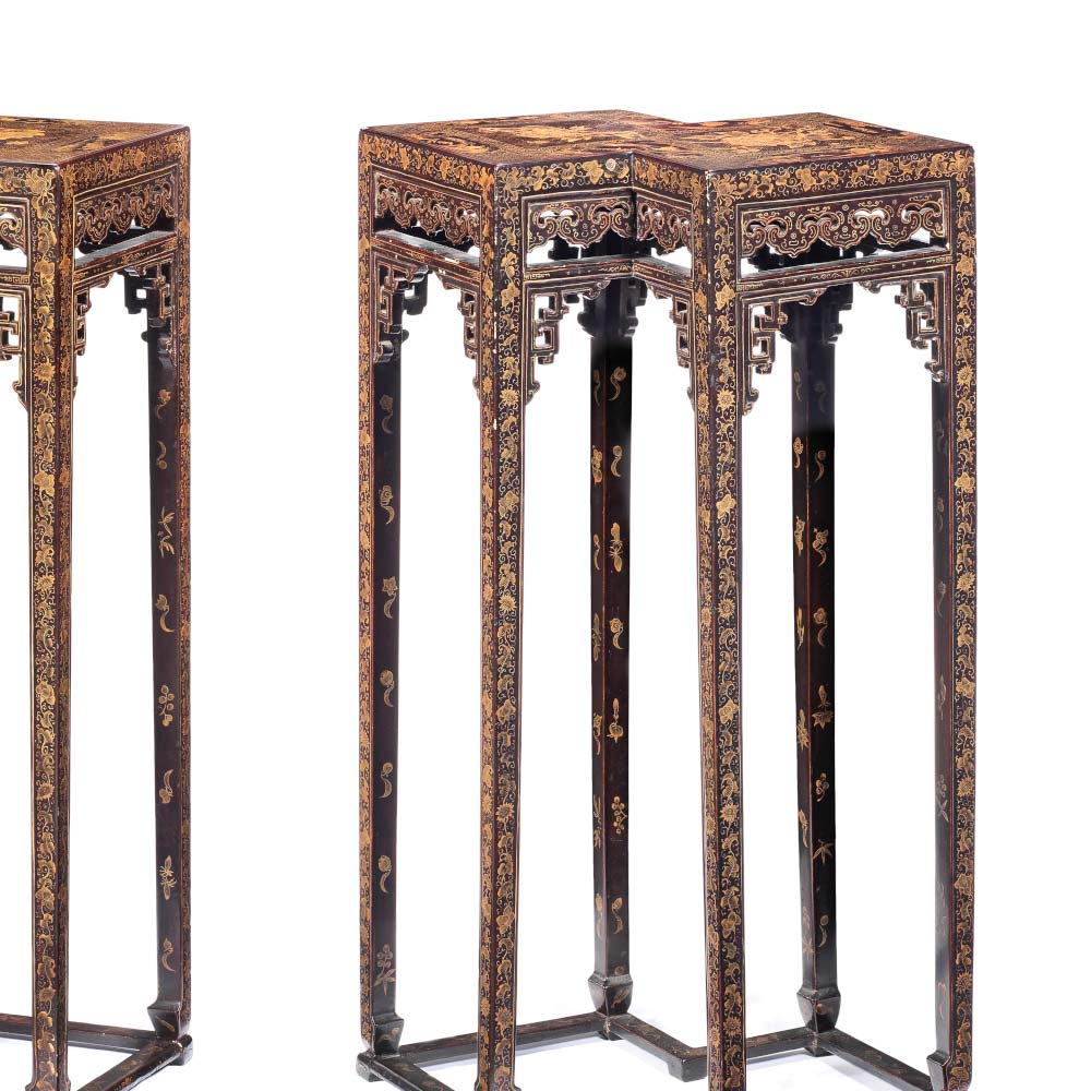 Rare pair of gilt and black lacquer double–lozenge stands - 2