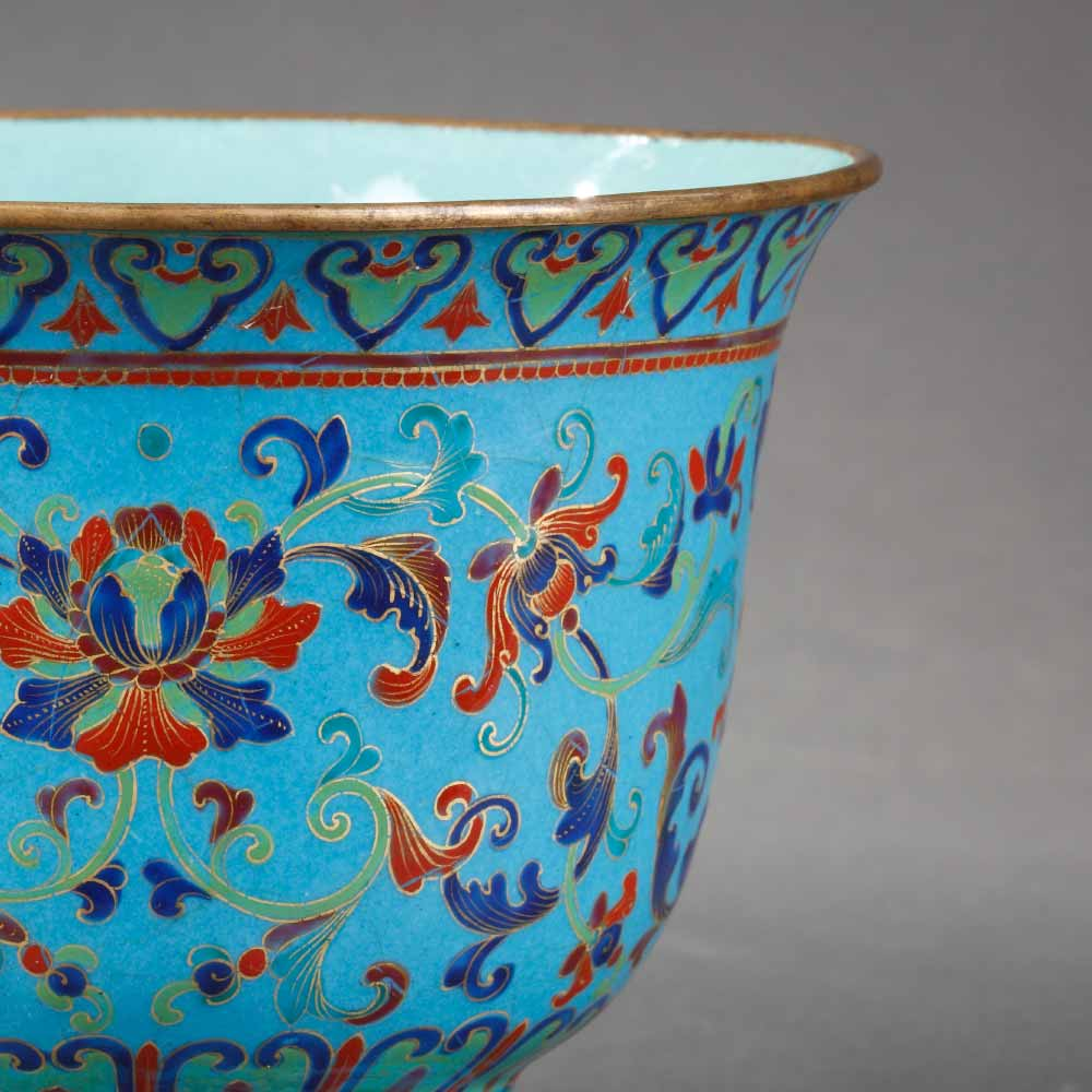Small painted enamel cooler decorated with floral scrolls - 2