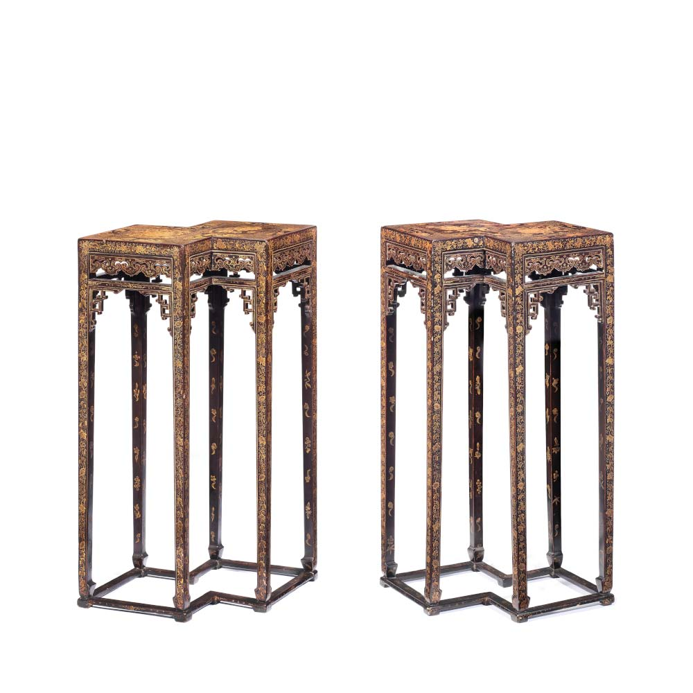Rare pair of gilt and black lacquer double–lozenge stands - 1