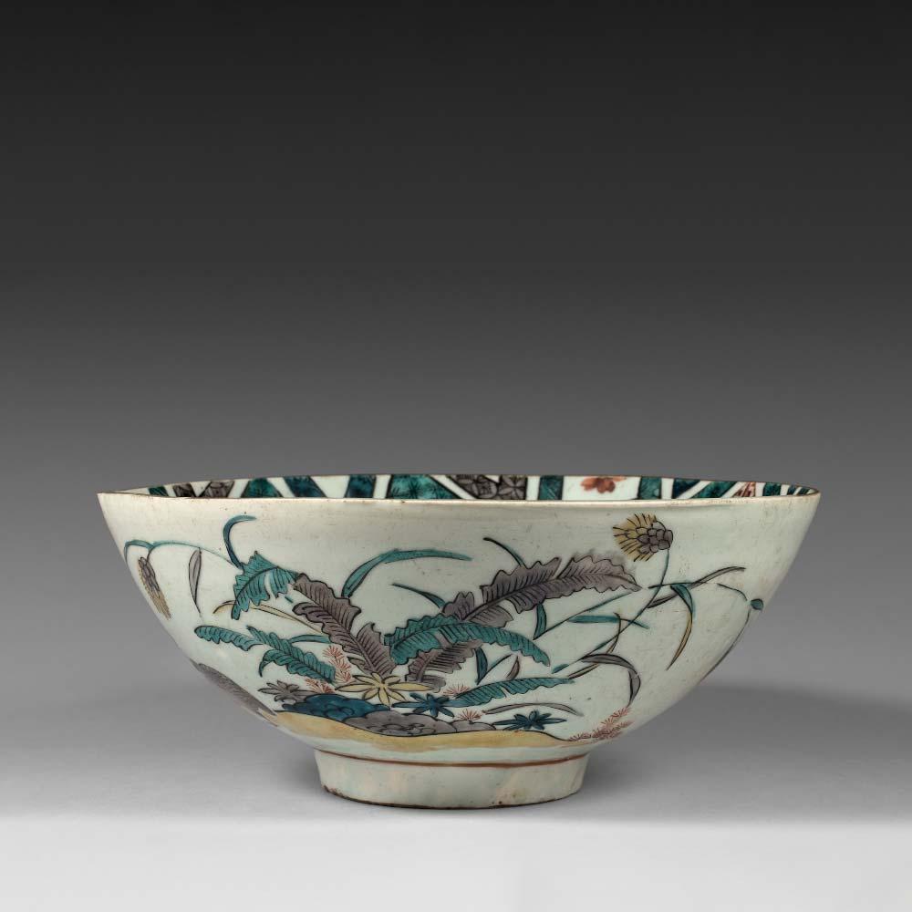 A rare Ko-Kutani porcelain bowl with overglaze polychrome enamels - 1